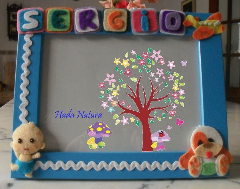 Marco de fotos decorado con fieltro para el bebé Sergio.  http://hadanatura.blogspot.com.es/2013/11/marco-de-fotos-para-sergio.html  #marco #fieltro