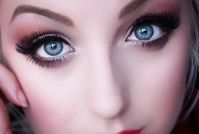 Makeup To Make Those Blue Eyes Pop Blueeyes Makeup Style Beauty