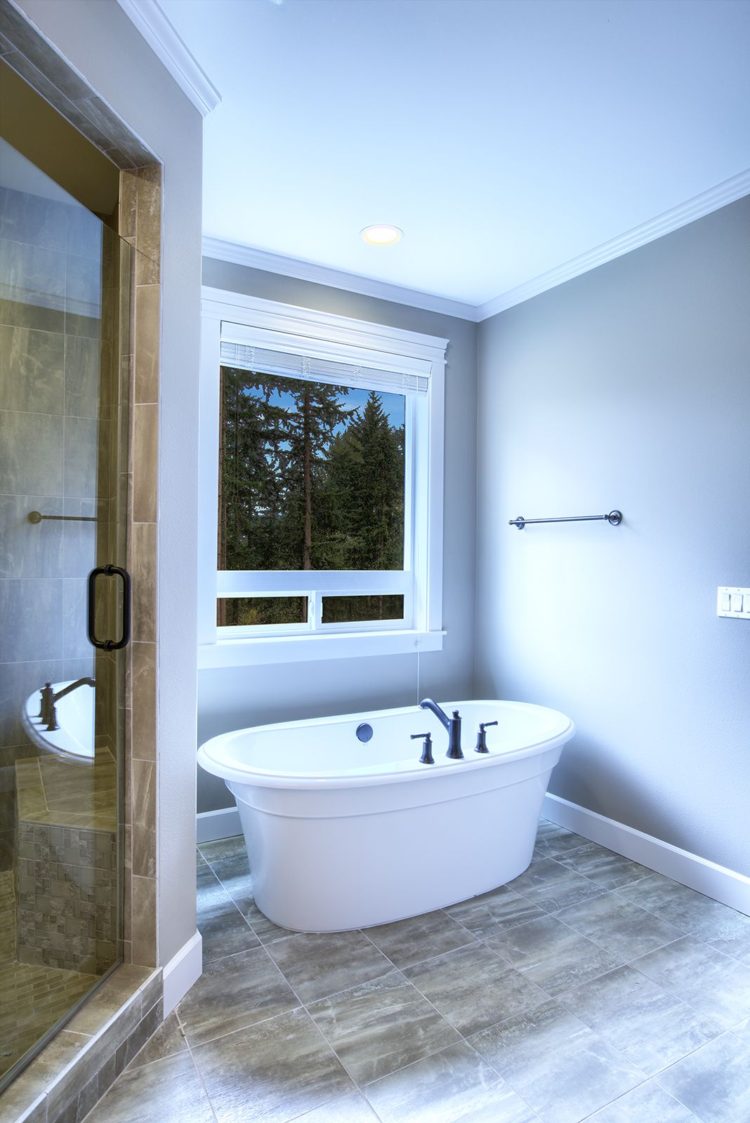 Free standing tubs are on point! Open up the bathroom with a ...