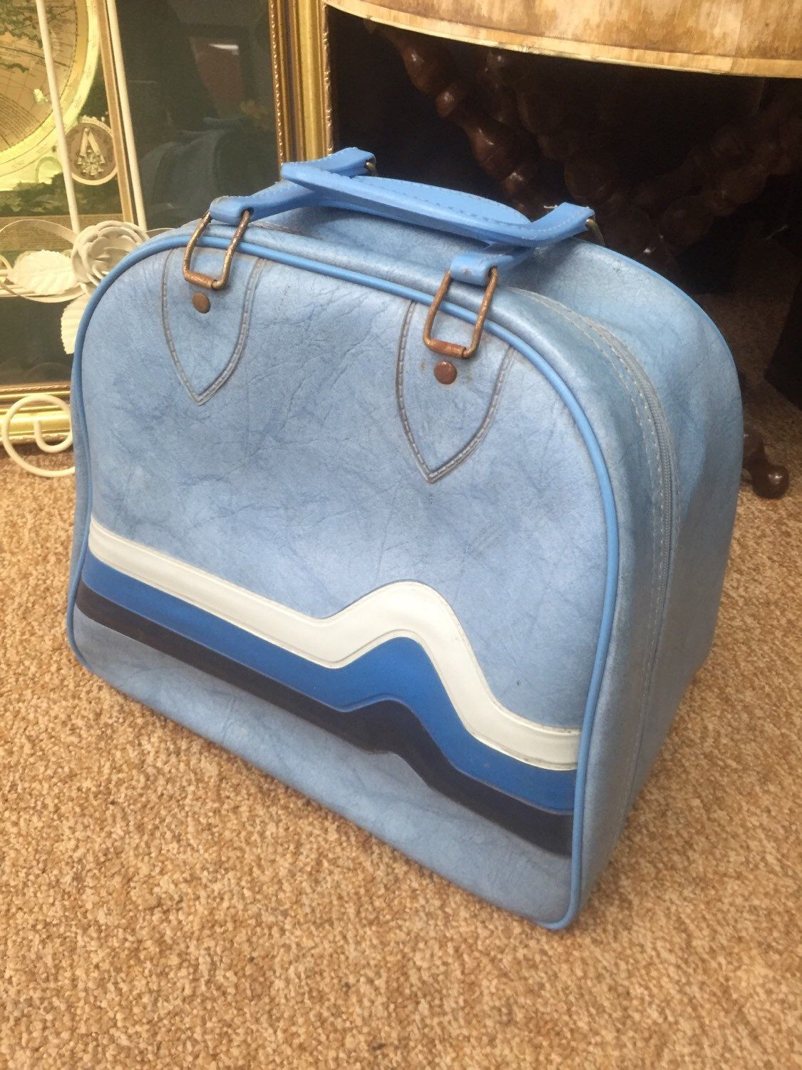 Blue vintage 70s bowling ball bag the dude style big lebowski  by RusticLoveShop on Etsy https://www.etsy.com/listing/231332699/blue-vintage-70s-bowling-ball-bag-the