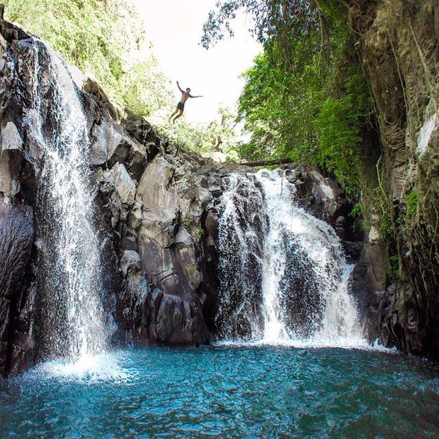 Wanna Try To Jump Slide In Aling Aling Waterfall Bali Waterfalls Bali Beaches Waterfall