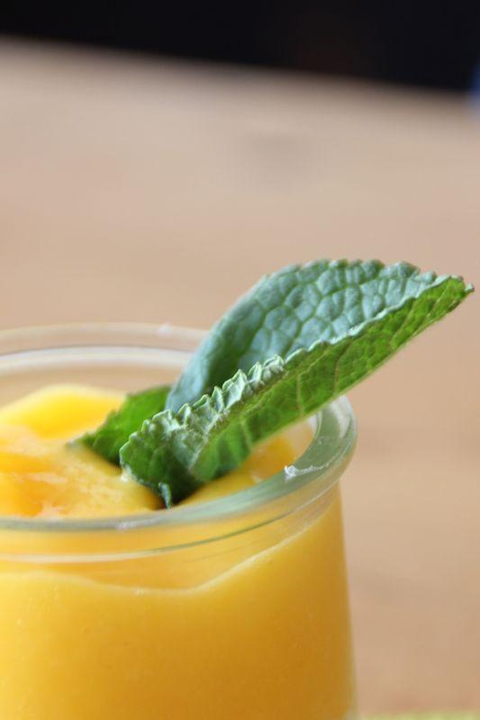 un dessert simple, facile et rapide la panacotta au coulis de mangue