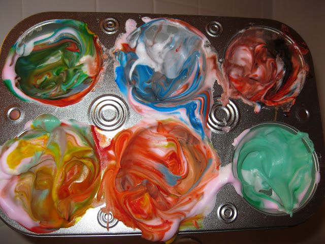 Momma's Fun World: Make bath paints with Mr. Bubbles bath foam and food coloring