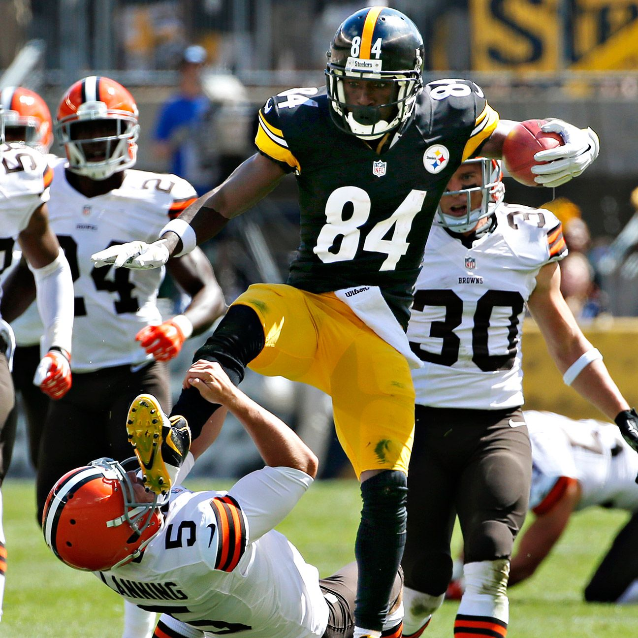 Steelers Brown Jump Kicks Browns Punter Pittsburgh Steelers Steelers Pittsburgh Steelers Football