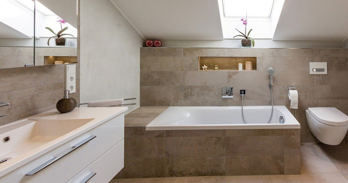 Was Kostet Ein Badezimmer Preisbeispiele Fur Komplettbader Badezimmer Mit Dachschrage Moderne Badewanne Mit Tur Kleines Badezimm In 2020 Bathtub Corner Bathtub Velux