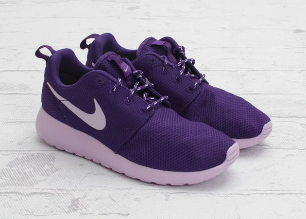 Nike Flyknit Roshe Run - Grey - Navy - SneakerNews.com | Nike flyknit, Roshe  and Navy
