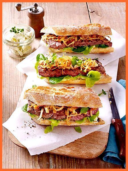 Steak-Sandwich mit gerösteten Zwiebeln #Fitness food przepisy #Fitness food recipes #gerösteten #mit...