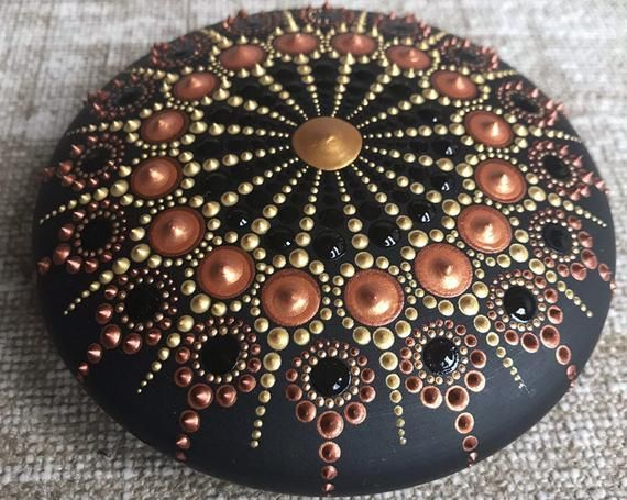 Mandala Wooden Pebble - Gold/Bronze