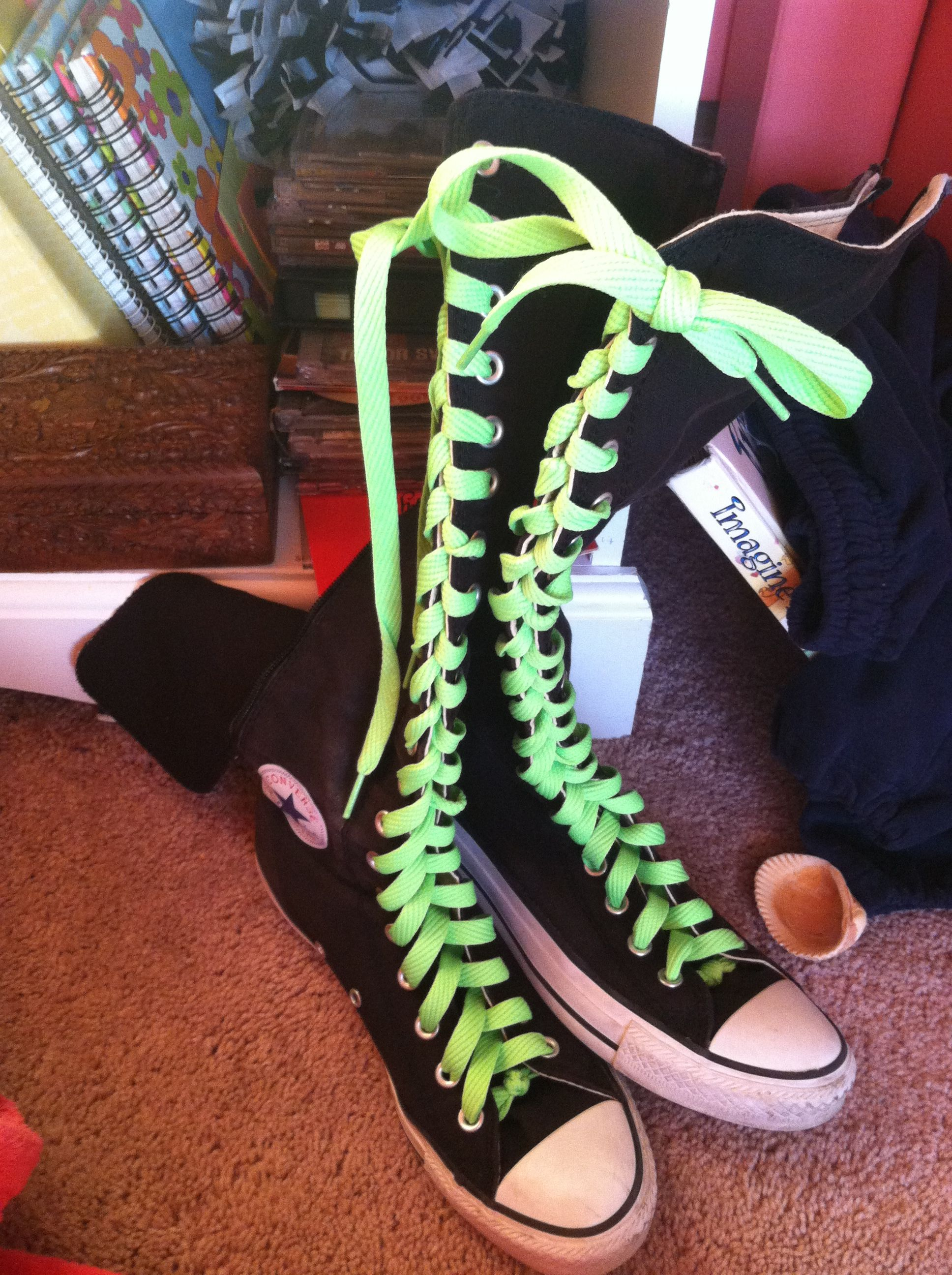 fad9121ec22b Green shoelaces with black knee-high Converse