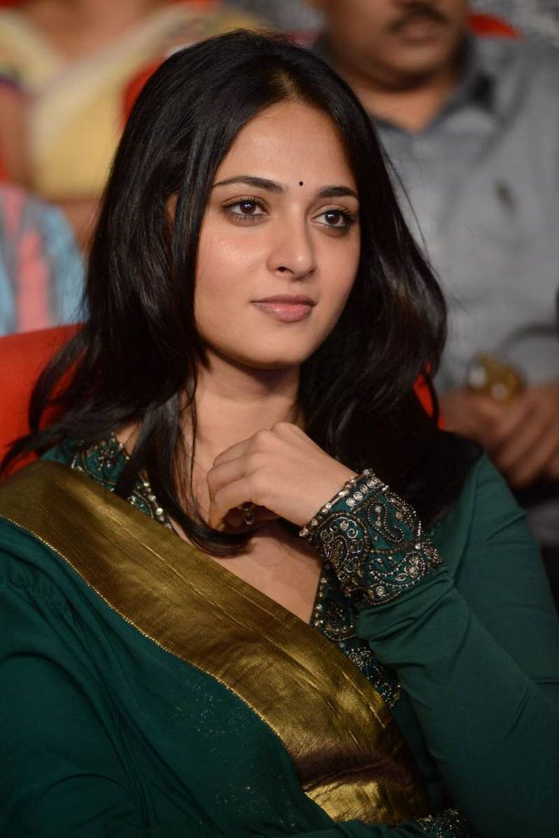 Anushka new stills at singam audio launch 12 mujeres lindas anushka shetty cute and lovely photoshoot gallery thecheapjerseys Image collections