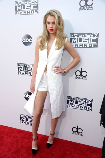 Model Sofia Richie flaunted her brand-new blonde 'do in an white vest and matching white shorts. Red lips completed the bombshell look.(Photo by Kevin Mazur/AMA2015/WireImage)                                     via @AOL_Lifestyle Read more: http://www.aol.com/article/2015/11/22/full-list-of-winners-at-the-american-music-awards/21270858/?a_dgi=aolshare_pinterest#slide=3714381|fullscreen