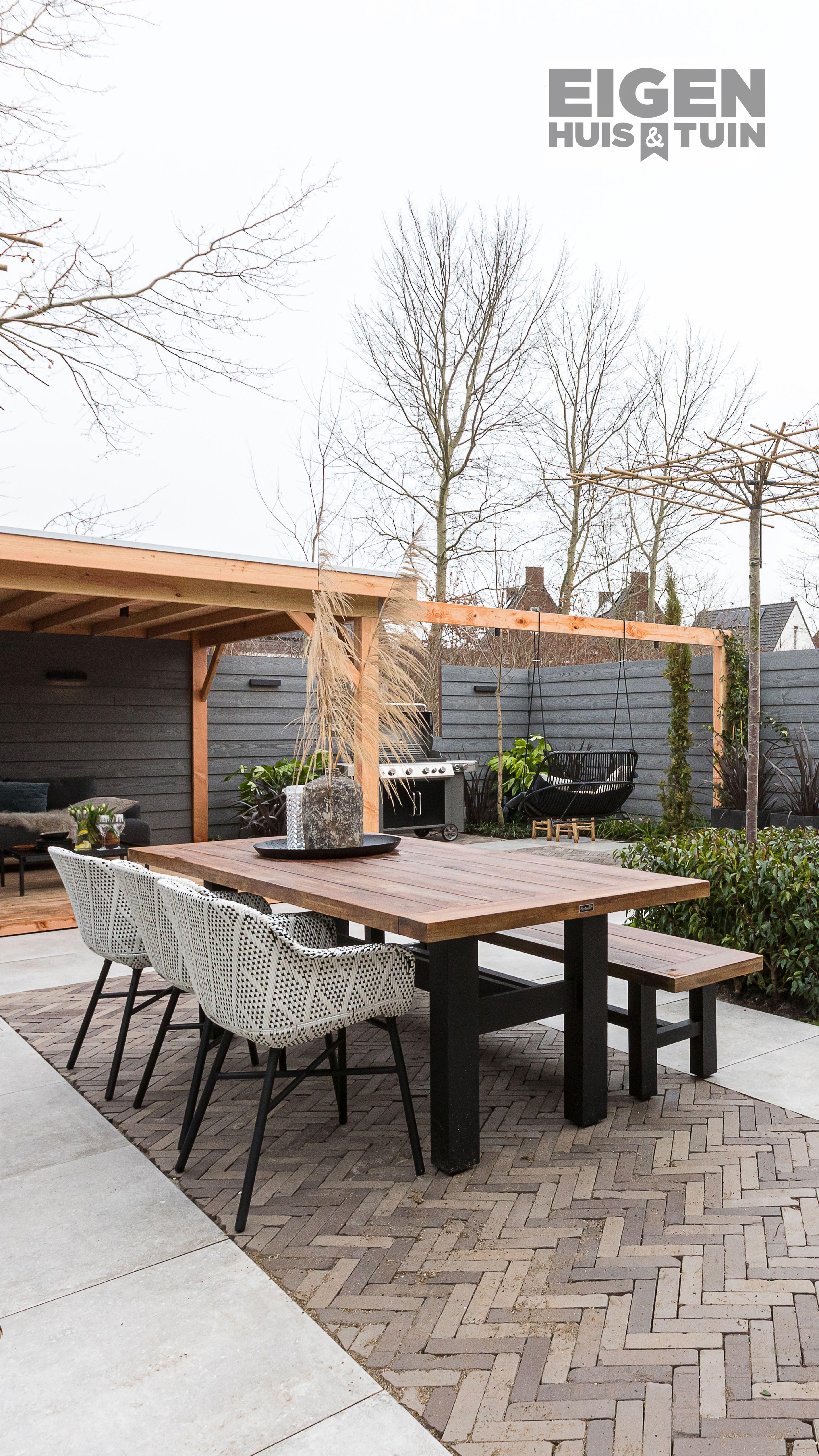 Delphine in combinatie met Yasmani! Hoe prachtig is deze set? Het robuuste van de tafel en bank, gecombineerd met de moderne Delphine stoelen. We love it! De tafel, bank en stoelen zijn in verschillende kleuren verkrijgbaar. #hartman #yasmani #delphine #tuinideeën #tuininspiratie #garden #buiten #outdoors #tuinverbouwing