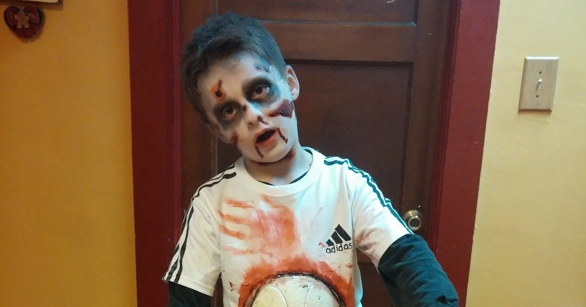 Zombie Soccer Player For The Shirt You Ll Need 1 White T Shirt 1 Old Soccer Bal Zombie Costume Kids Soccer Player Costume Frankenstein Halloween Costumes