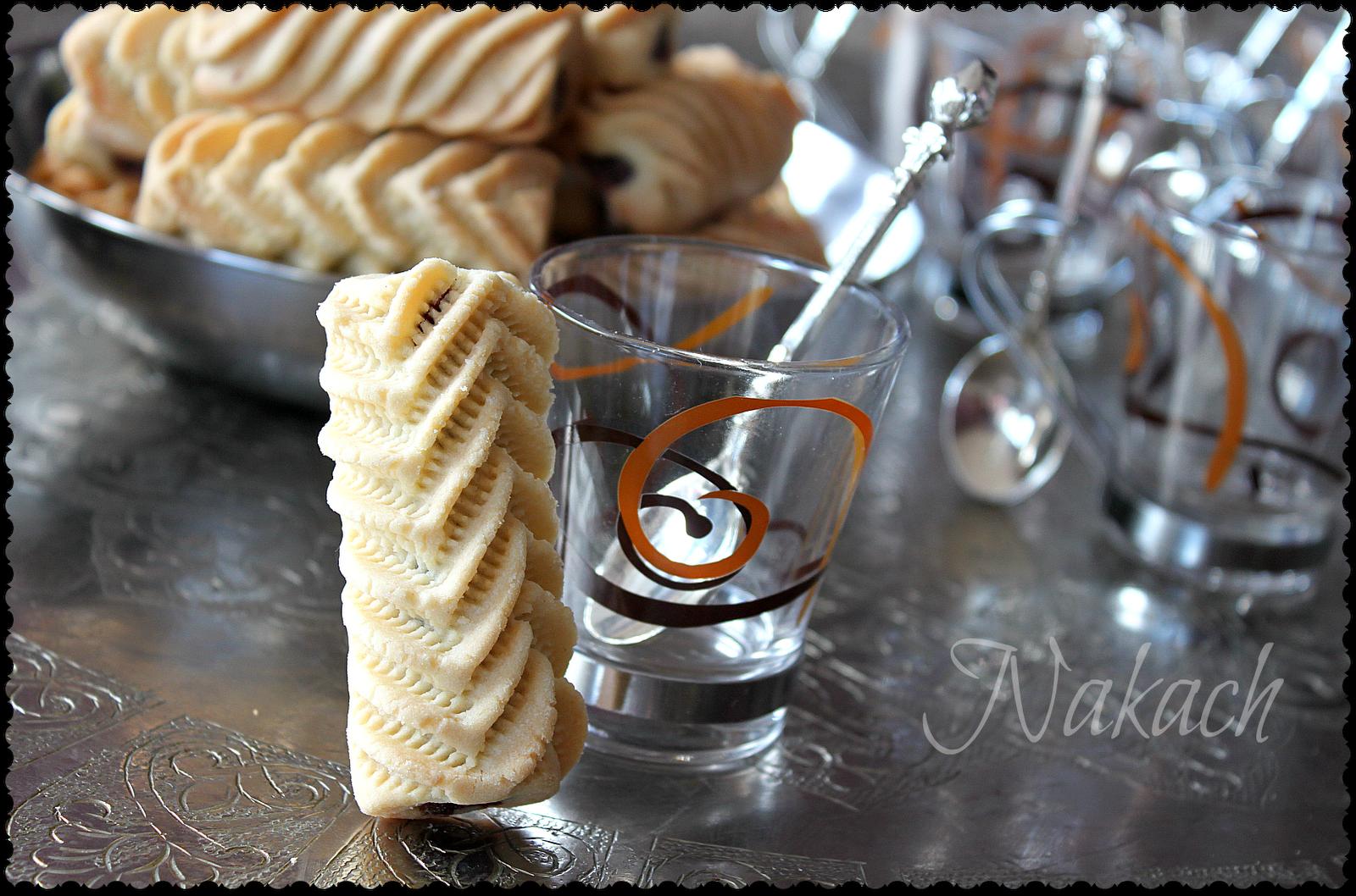 Après les Makrouts, le Nakache reste une des pâtisseries les plus appréciés pour sa simplicité, indémodable, on la retrouve souvent s...
