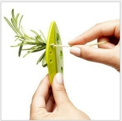 Peel Ye Qi vegetables to Ye Qi core-pulling device