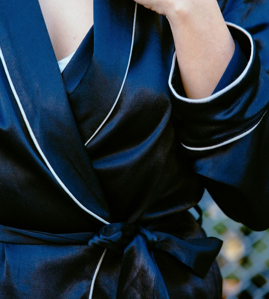 a2f76574b505 Pajama Kimono Blazer With Piping at Zara Surmeni's Store | Lookave #navy  #darknavy #silk #asos #piping #greylines #details #todaysdetails  #detailshot #ootd ...