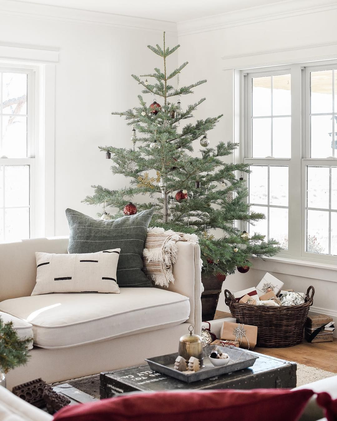 pin by little yellow cottage on cozy christmas farmhouse rh pinterest com