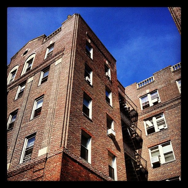 Apartment Building In New York At St Ave In Jackson
