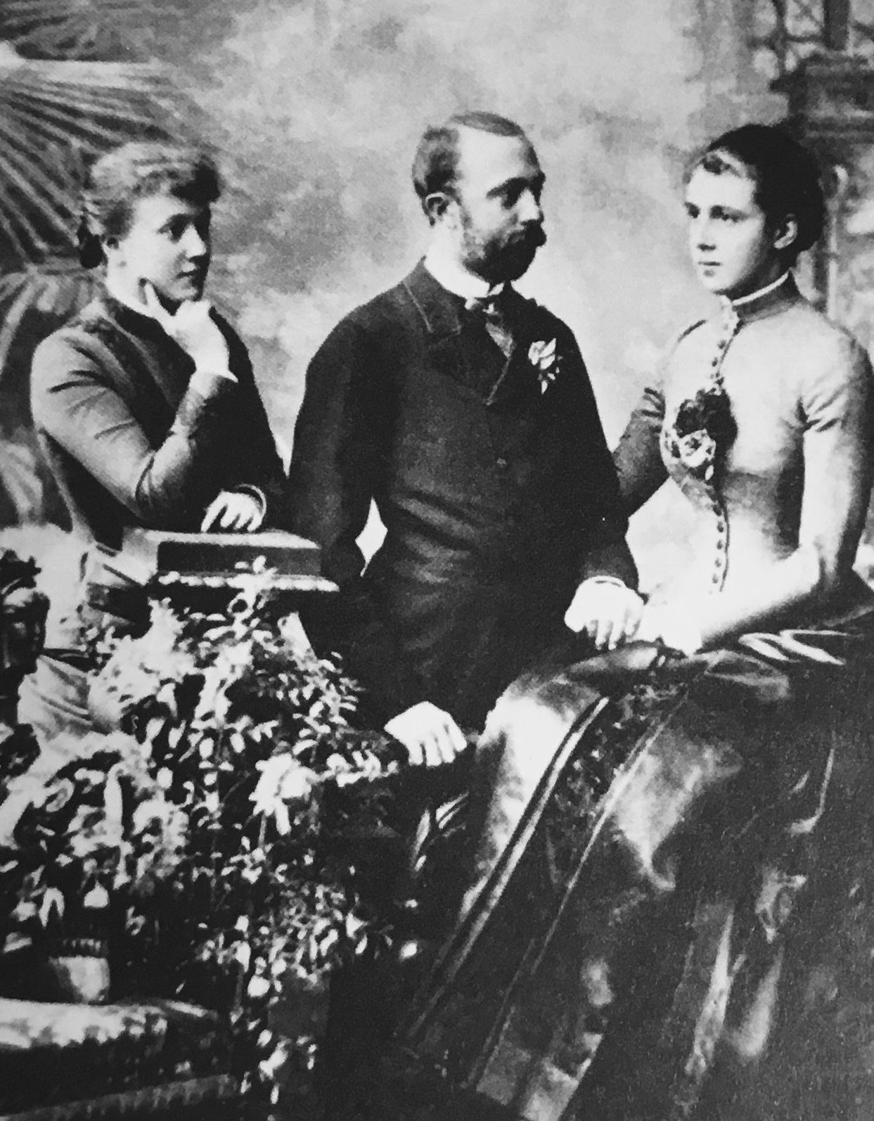 Duke Roberto I Of Parma With His Sister In Law Infanta Adelgundes Of Portugal 1858 1946 Right And His Second Wife In Royal Family Royal House Sister In Law