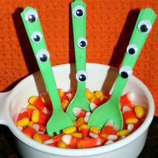 Googly Eye Utensils - plus ideas for packing a Halloween lunch.