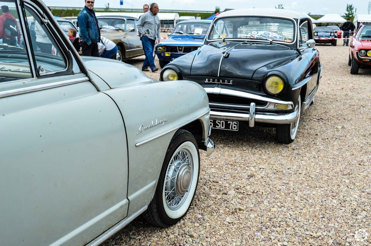 #Simca #Aronde aux #Anciennes en Vallée de l'Eure. Reportage complet : http://newsdanciennes.com/2015/09/08/grand-format-les-anciennes-en-vallee-de-leure-2/ #Classic_cars #Vintage #Voiture