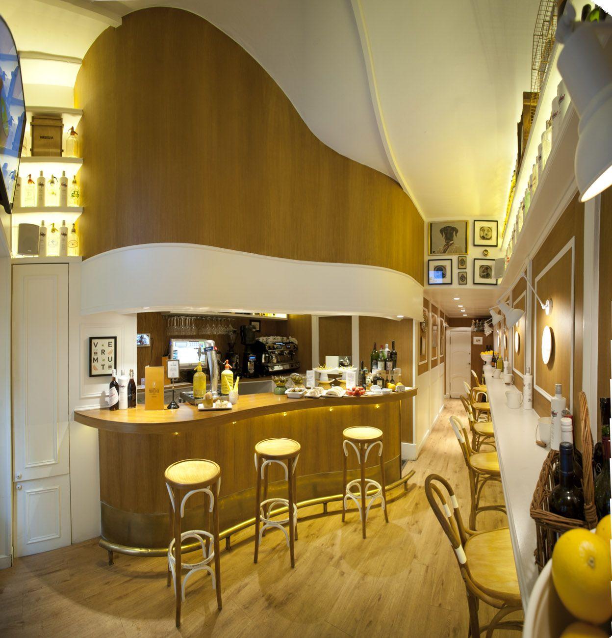 Detalle interior de bar proyectado y decorado por natalia - Natalia zubizarreta interiorismo ...