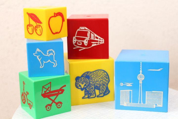 Vintage Stapelturm Berlin Plastik DDR Spielzeug von ProjektVintage auf DaWanda.com