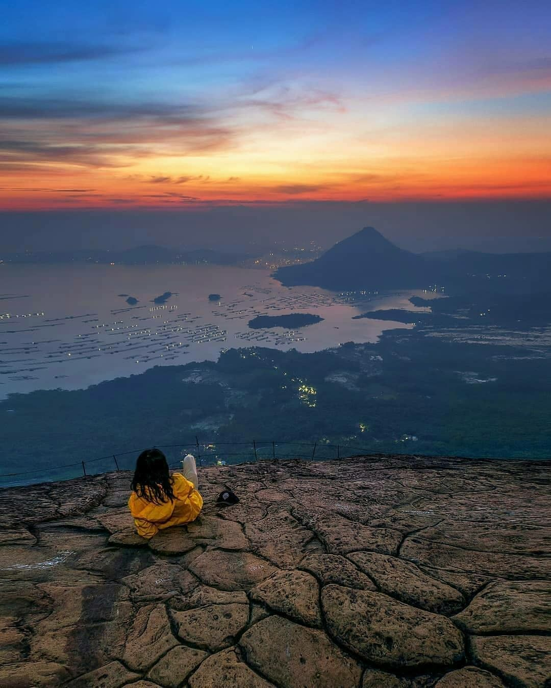 Menunggu Waktu Berbuka Puasa Akan Terasa Nikmat Dengan Suguhan Cantik Pemandangan Waduk Jatilihur Dari Puncak Ketinggian Gunung Pemandangan Fotografi Indonesia