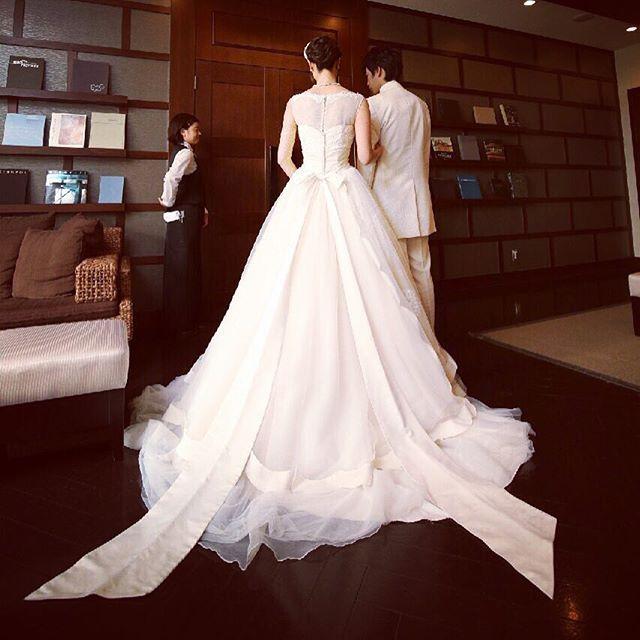 ウェディングドレス後姿* ずっと憧れていた jillstuartウェディングドレス 上品なリボンが
