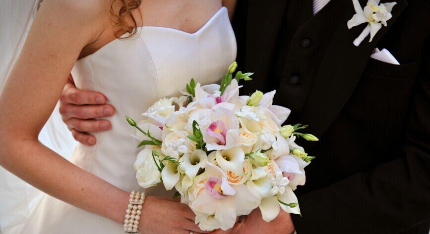 Breathtaking April Flowers That In Season Lily Bouquet Wedding