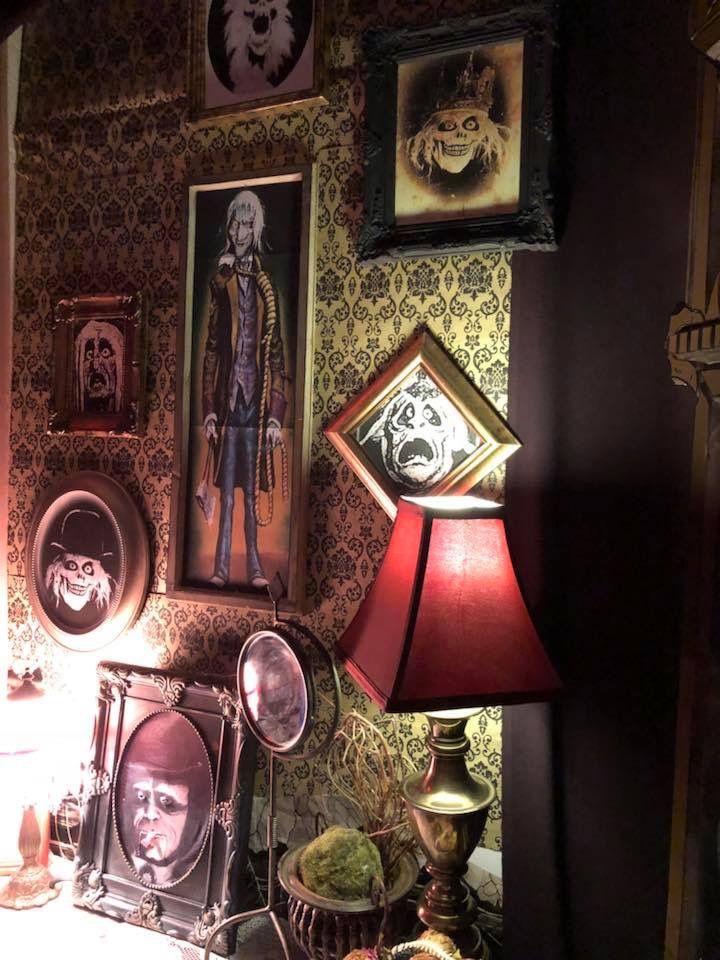 Magalie Sarnataro's prop Halloween 2017. Haunted Mansion: Foyer
