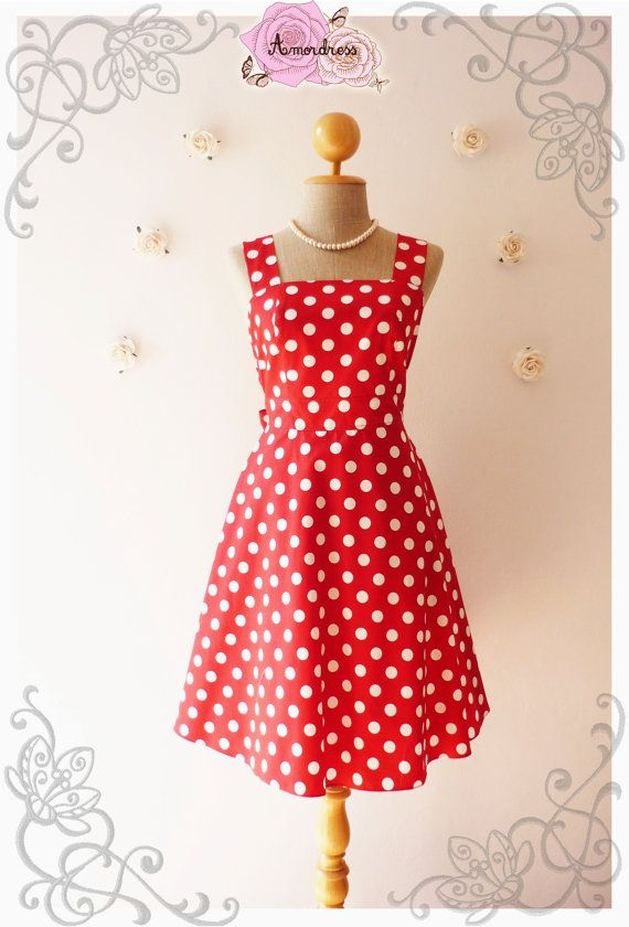 He encontrado este interesante anuncio de Etsy en https://www.etsy.com/es/listing/173922556/red-dress-vintage-inspired-dress-red