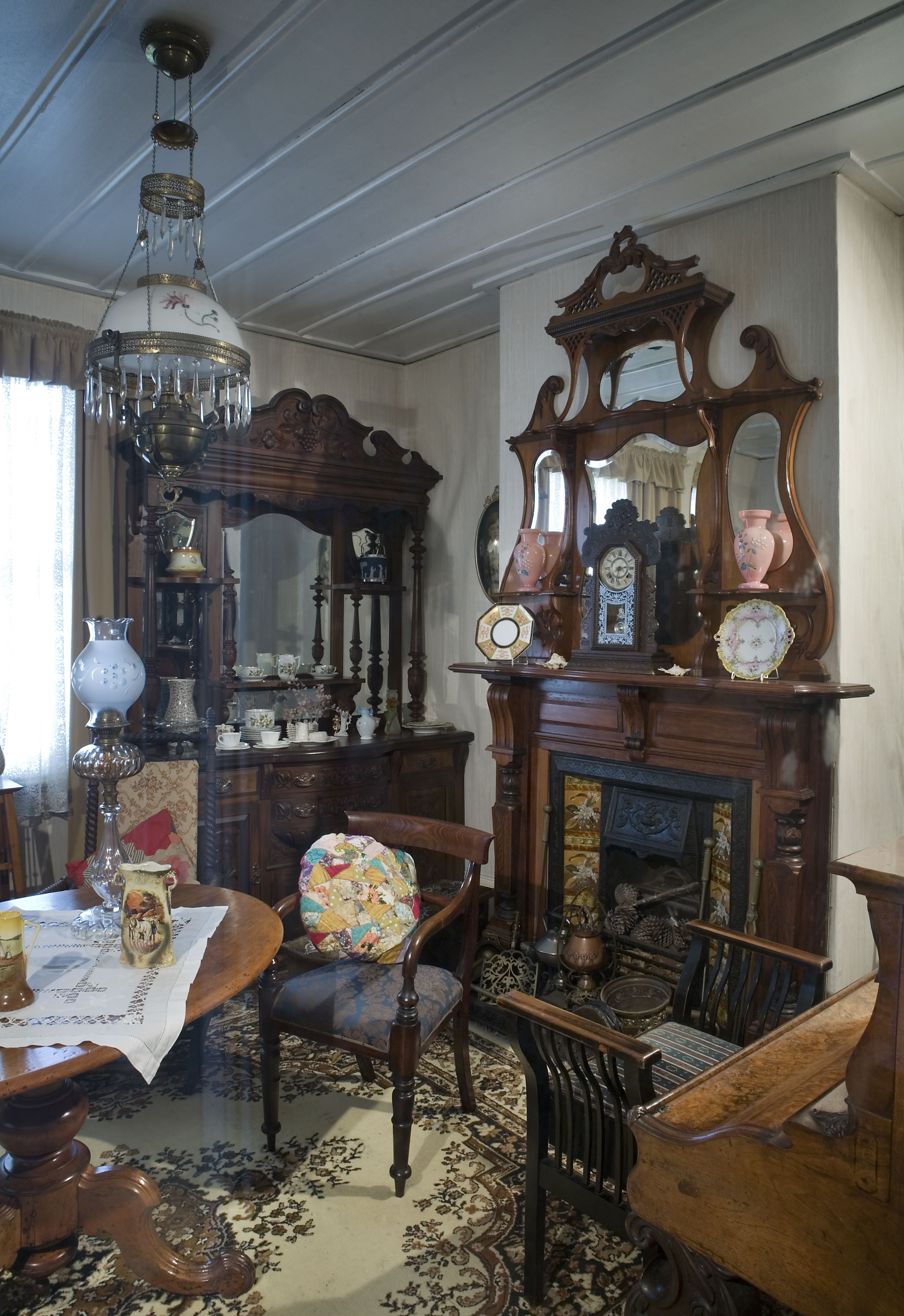 Antique Home Decor Ideas Pin By Ali Spicer On Victorian Victorian Living Room