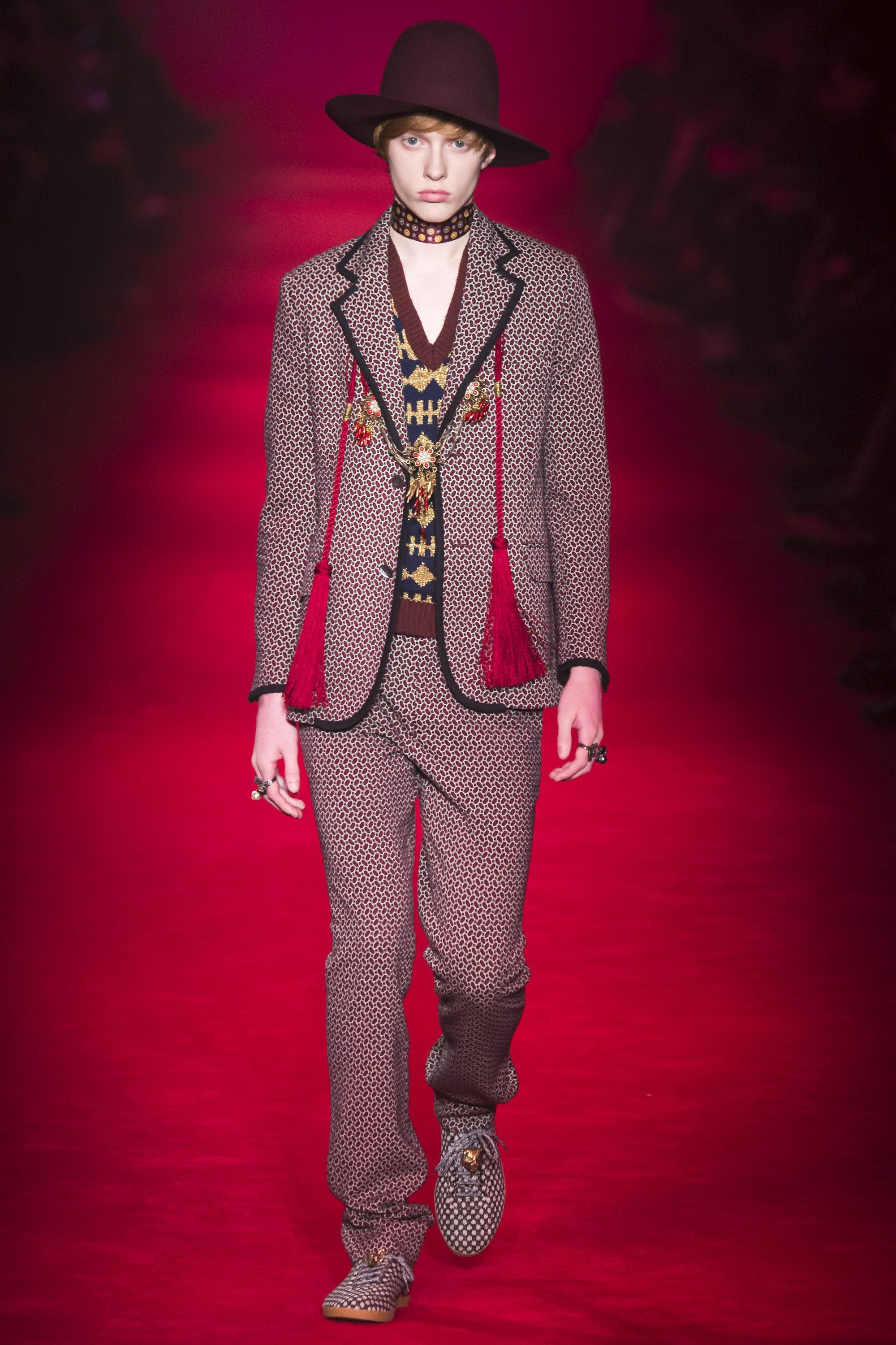 Gucci Fall 2016 Menswear Fashion Show