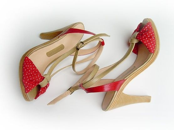 i'm pretty sure these would look fabulous on my cute little feet...
