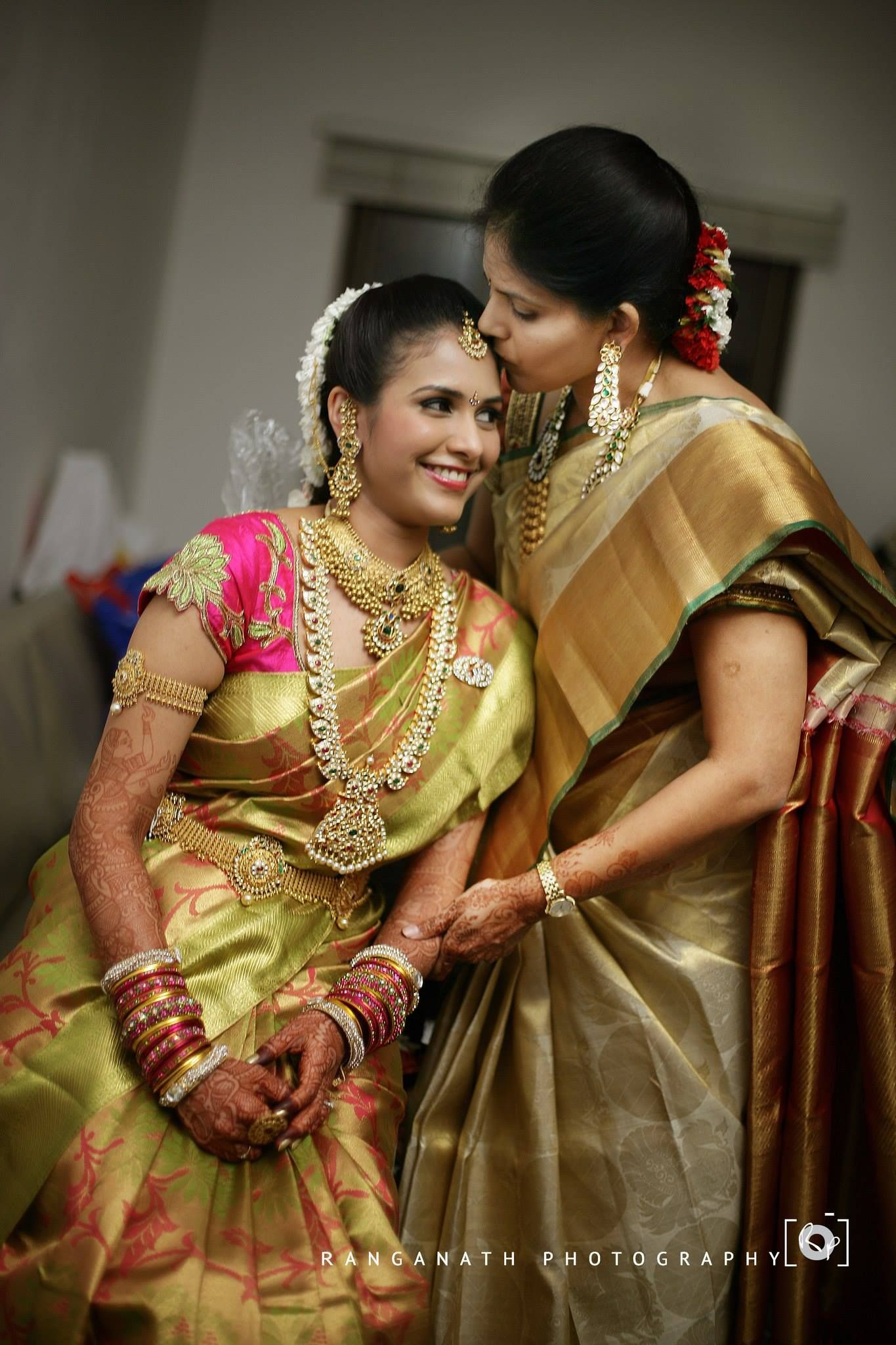 traditional south indian bride wearing bridal saree jewellery and ...