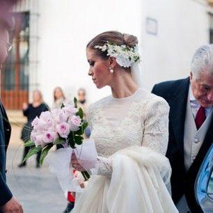 Merecer Inmundo Especificidad  Hoy en WWW.QUERIDAVALENTINA.ES una preciosa novia de @Basaldúa Novias con  imágenes de @Maria Benítez cc @scalperscompany | Boda, Tocados de novia,  Vestidos de boda