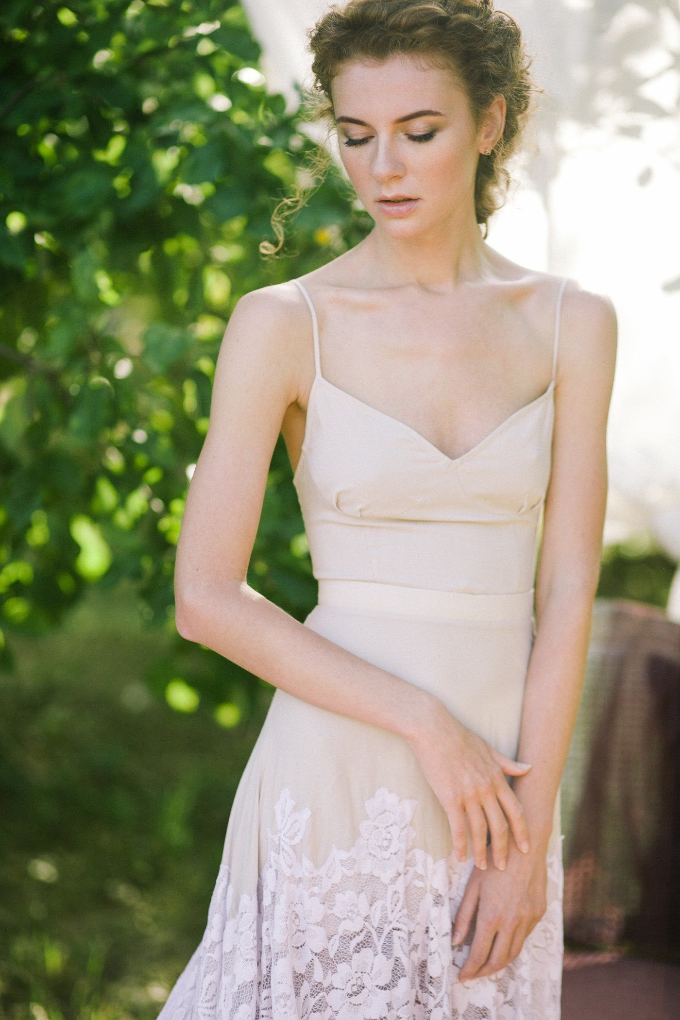 Noncorset a silhouette shade wedding dress with a purple lace skirt