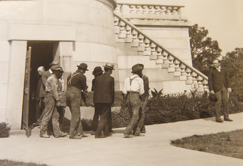 Abraham Lincoln Workmen Carry President Lincoln S