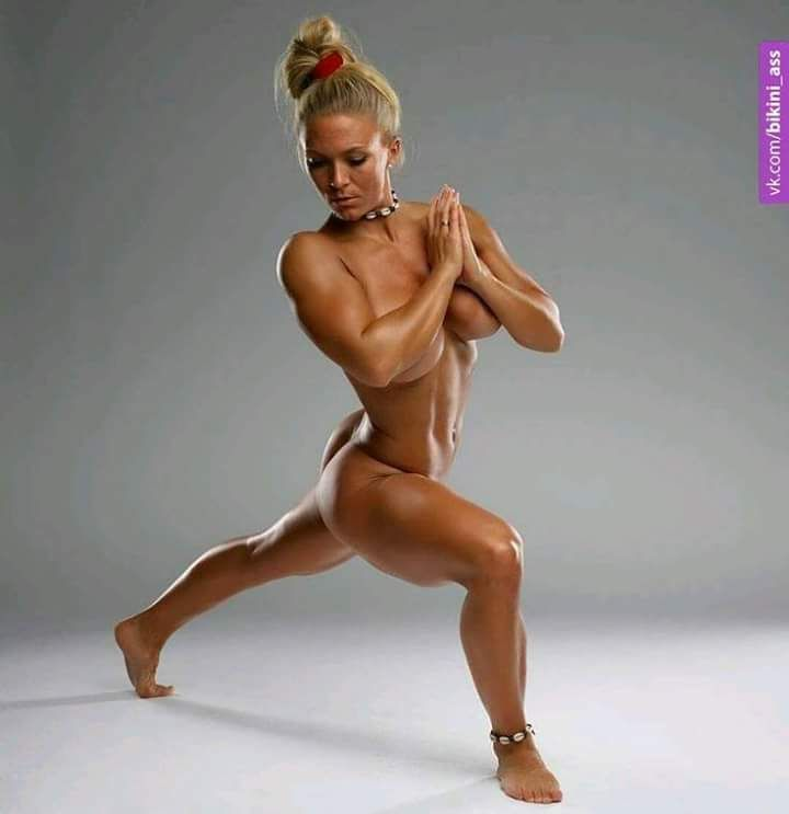 naked-fitness-competitors-with