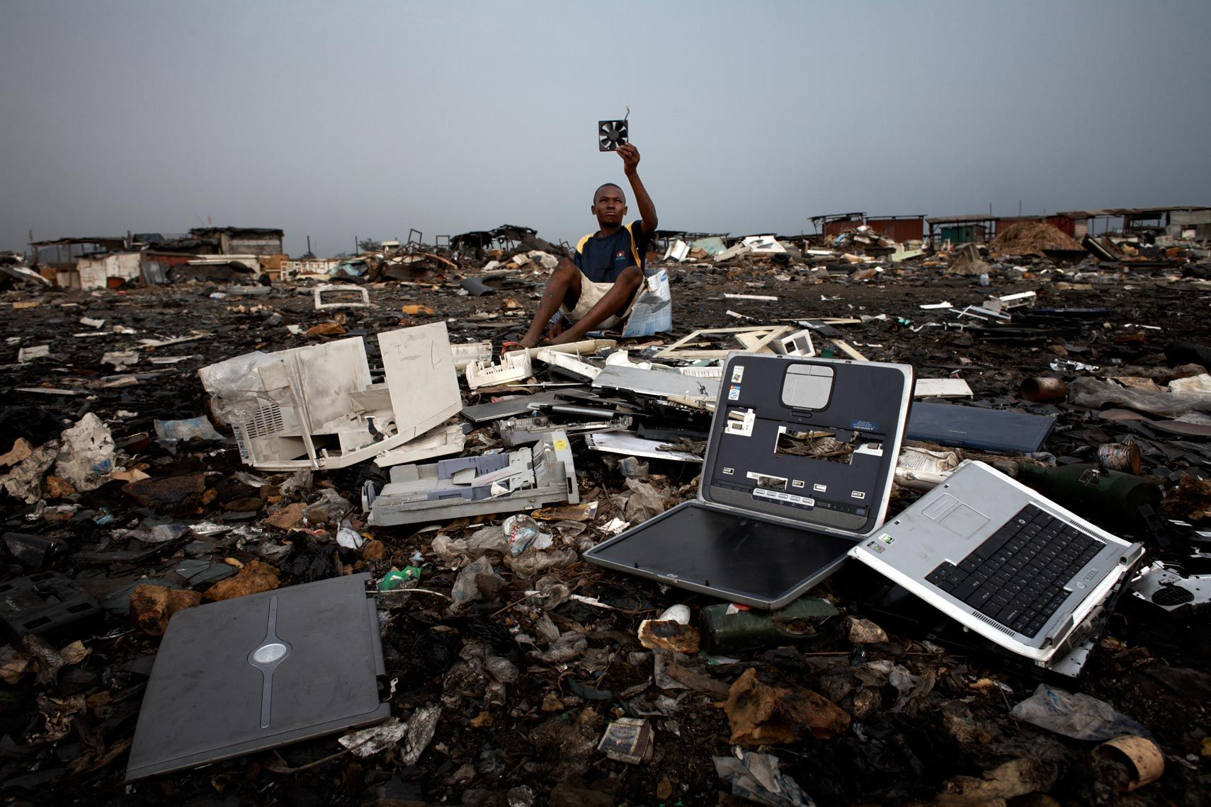 e-waste dump - Google Search | Electronic waste, Countries of the world,  Old computers