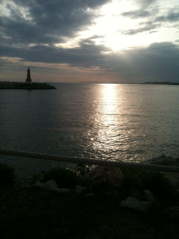 Detrás de la capillita de la Virgen del Carmen, en Puerto Banús. Lugar privilegiado para viajar con la mente...