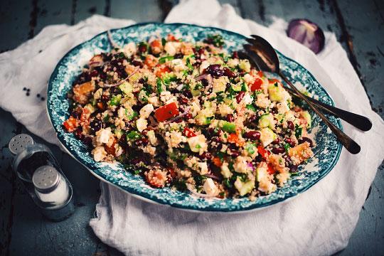 Salade de quinoa à la grecque | Recette en 2020 | Salade de quinoa, Salade, Recettes de cuisine