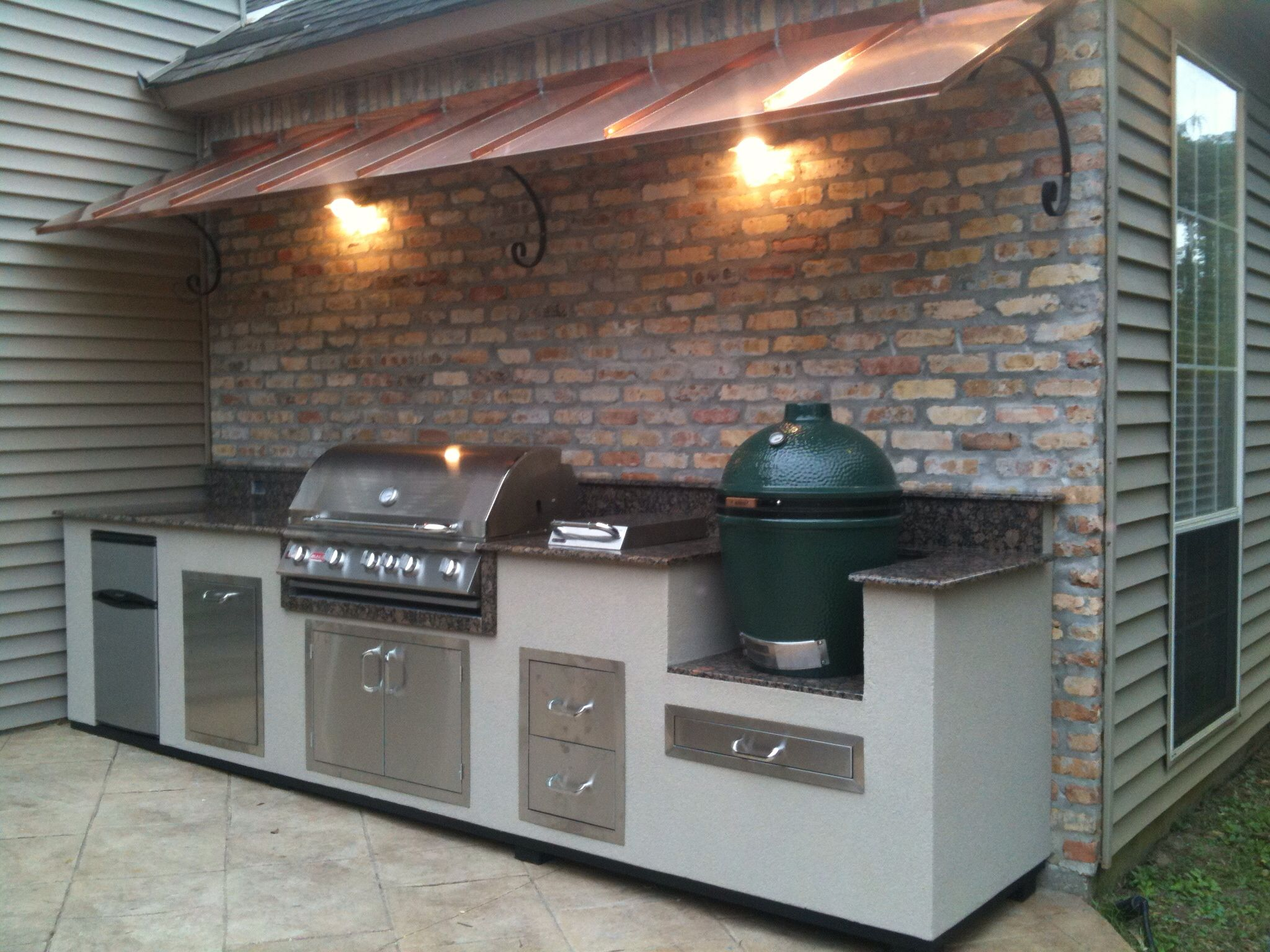 The Charcoal Vs Gas Debate Can End With The Three Best Combination Grills Outdoor Kitchen Design Backyard Kitchen Outdoor Kitchen