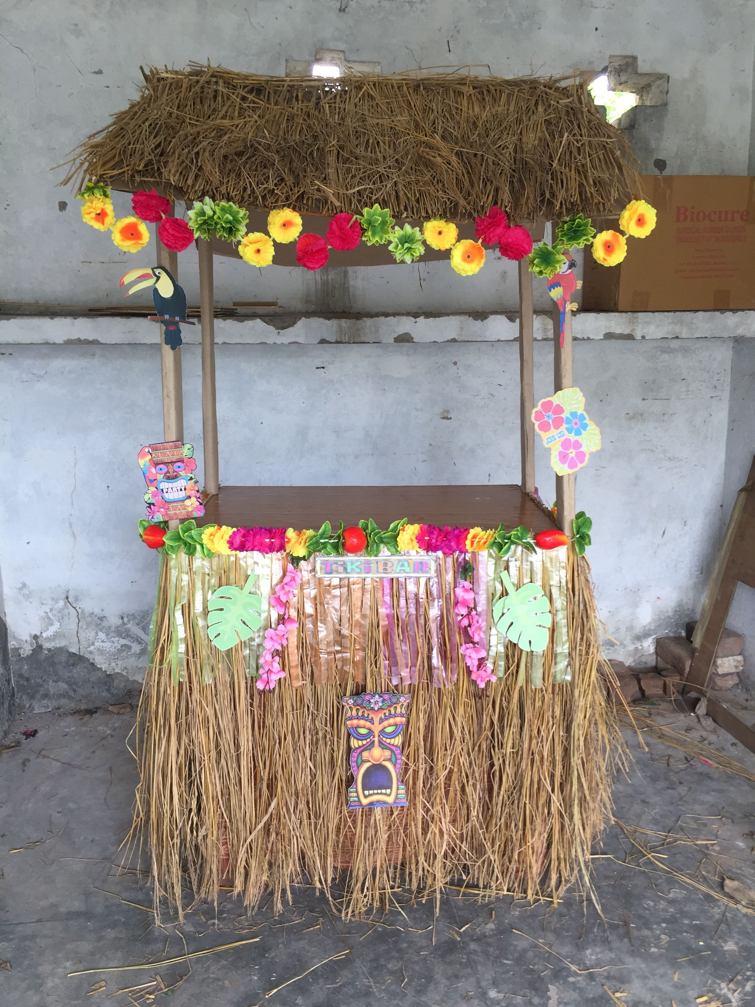My diy tiki bar for Hawaii party | Luau theme party ...