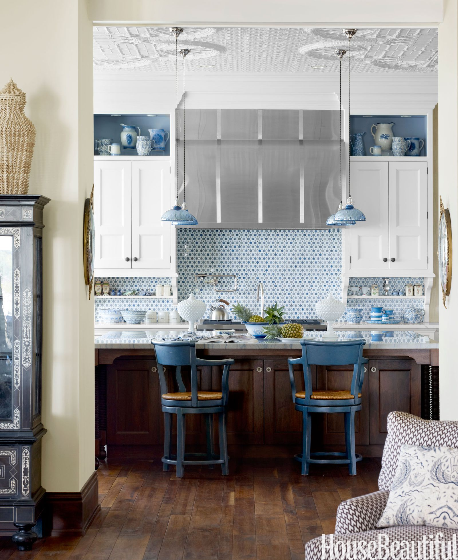 A lake michigan house with exotic allure blue in all itus forms