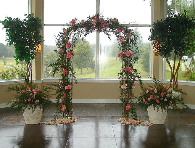 Outdoor Park Or Indoor Room For Wedding Ceremony: Wedding Ceremony Site Decor And Flowers For A Garden