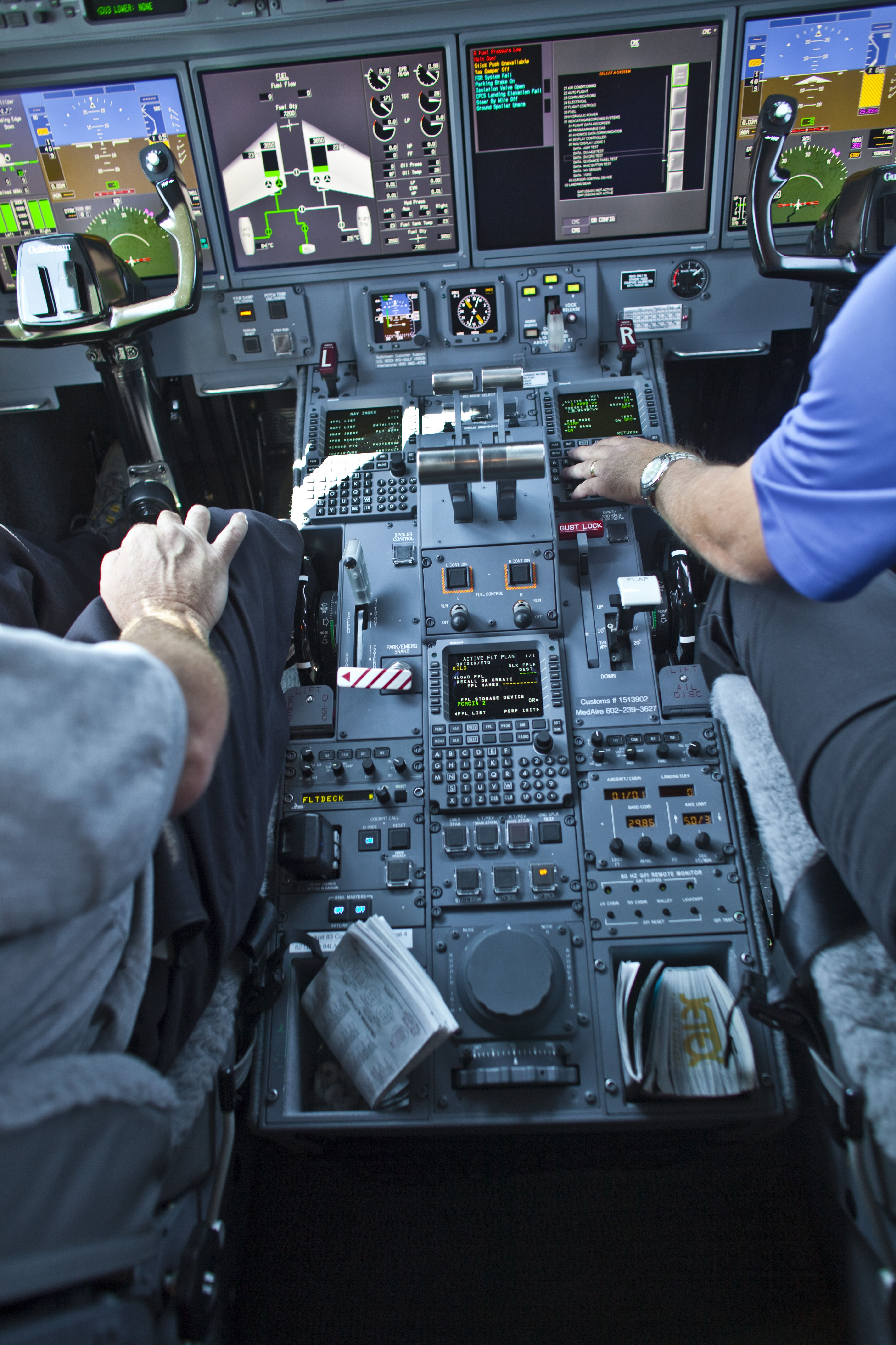 Flight Deck Communications for Corporate Aircraft from ARINC