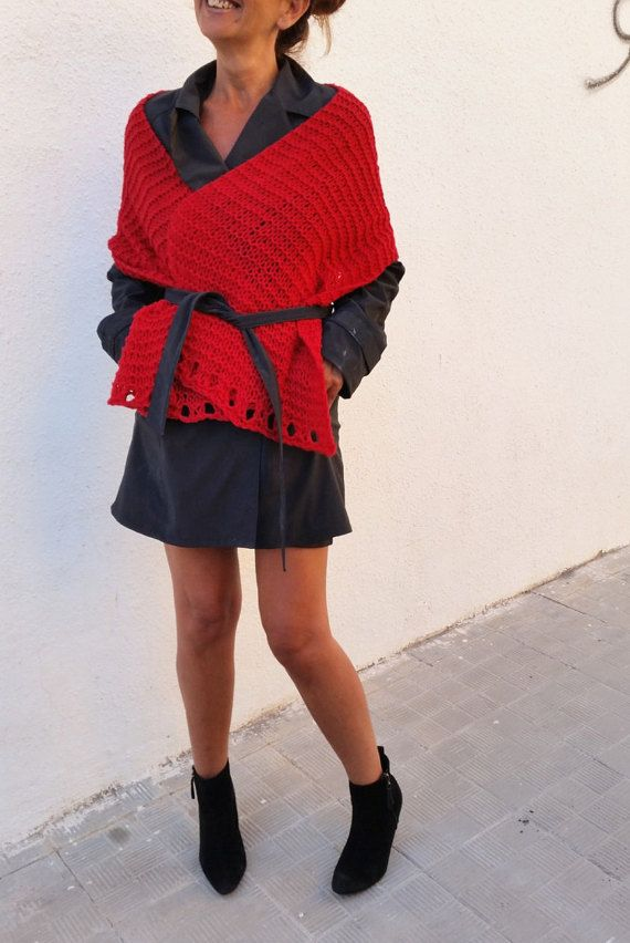 Fantastic way to wear a knit red scarf. Love it!!! por EstherTg