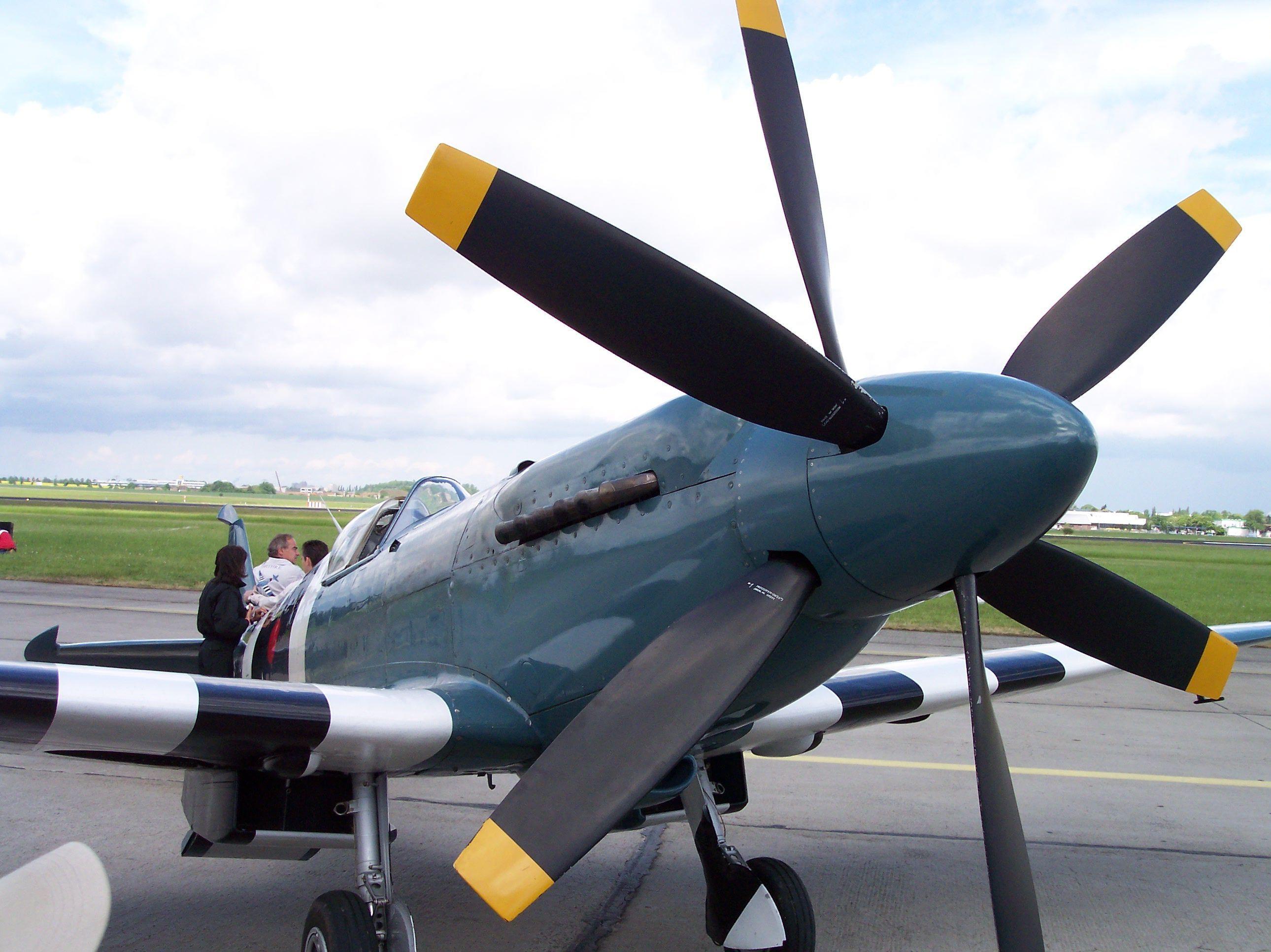Supermarine_Spitfire_XIX_vr.jpg 2,580×1,932 pixels